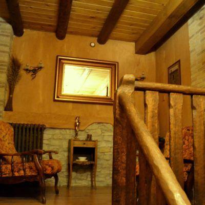 Escaleras que nos llevan a las acogedores habitaciones de la casa